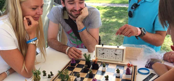 """真剣勝負に菜園をプラス。チェスの駒になるミニプランターで""""考えて育てよう"""""""